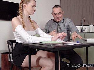 Älterer Lehrer fickt Student