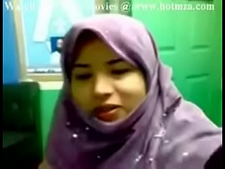Indian Pakistani teen with a hijab shows her boobs