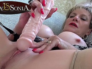 Sexually Attractive MILF Foetus Sonia prickling will not hear of clit